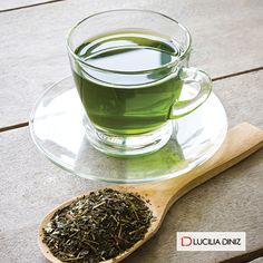 Esse chá ajuda a emagrecer, acelerar o metabolismo e aumentar em até 25% a queima de gordura abdominal! Saiba a forma certa de usá-lo para perder peso: http://luciliadiniz.com/cha-verde-um-aliado-na-reducao-de-peso/