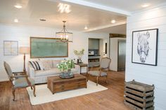 Fixer upper: country style in a very small town hgtv's fixer upper wit Spacious Living Room, New Living Room, Living Room Decor, Living Spaces, Small Living, Dining Room, Fixer Upper Hgtv, Casas Magnolia, Fixer Upper Living Room