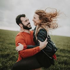 Reír saltar despeinarse dar volteretas y sobre todo nunca dejar de disfrutar como niños que juegan a ser mayores. . #fotografodebodas #weddingengagement #elopement #sevilla #weddingsevilla #sessioncouple