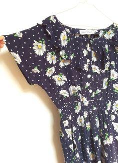 Kaufe meinen Artikel bei #Kleiderkreisel http://www.kleiderkreisel.de/damenmode/lange-kleider/111401600-vintage-kleid-in-navi-mit-blumenwiese-und-punkten