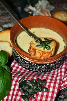 Pirított tökmaggal, zúzott fokhagymás pirítóssal... Hungarian Recipes, Hungarian Food, Romanian Recipes, Romanian Food, Veggie Dishes, Food 52, Soups And Stews, Bacon, Curry