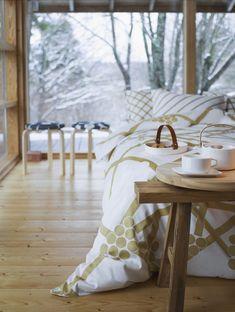 Marimekko - Hortensie et Spaljé – Carina Seth-Andersson Marimekko, Cosy Bedroom, Bedroom Ideas, Interior Decorating, Interior Design, Noel Christmas, Nordic Design, Glass Design, Wooden Handles