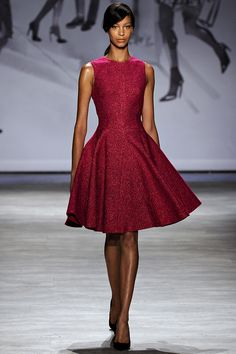 See all the Collection photos from Lela Rose Spring/Summer 2015 Ready-To-Wear now on British Vogue Fashion Week, Love Fashion, Runway Fashion, High Fashion, Fashion Show, Fashion Design, Lela Rose, Vestido Dress, Fuchsia