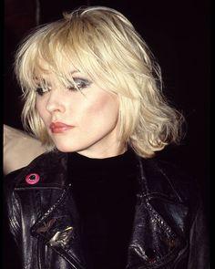 Blondie Debbie Harry, Debbie Harry Hair, Debbie Harry Style, Estilo Rock, Hairstyles With Bangs, Cool Hairstyles, Hairstyle Ideas, Hair Ideas, Hair Inspo