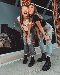 'BFF design' Premium Scoop T-Shirt by – girl photoshoot ideas Cute Poses For Pictures, Cute Friend Pictures, Cute Photo Poses, Maternity Pictures, Beach Pictures, Cute Photos, Look 80s, Best Friend Poses, Friend Picture Poses