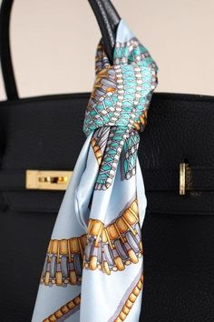 how to tie dye silk scarves Ways To Wear A Scarf, How To Wear Scarves, Scarf On Bag, Head Scarf Tying, Hermes Handbags, Scarf Hairstyles, Silk Scarves, Scarf Styles, Look Fashion