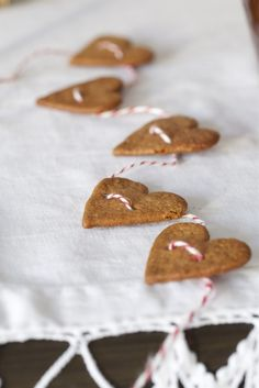 cookie garland - Livs Lyst  (but the holes need to be a lot higher, or it won't hang rignt.  Hearts are top-heavy)