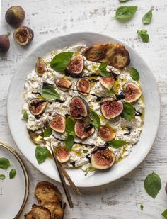 This fig caprese is perfect for late summer! Creamy burrata cheese, fresh basil, good olive oil and balsamic glaze makes it incredible. Most Pinned Recipes, Most Popular Recipes, Favorite Recipes, Veggie Recipes, Baby Food Recipes, Healthy Recipes, Food Baby, Yummy Appetizers, Appetizer Recipes