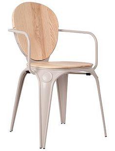 Industriestuhl Der Metallklassiker hat hier eine Sitz- und Rückenlehne aus Naturholz bekommen. Der hellgraue Stuhl hat eine gerade Armlehne ...