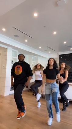 Funny Tik Toks Discover Charli Damelio The Drip-kingsamjonesiii Dance Choreography Videos, Dance Music Videos, First Dance Songs, Funny Short Videos, Funny Video Memes, Dance Tutorial, Baile Hip Hop, Cool Dance Moves, Ropa Hip Hop