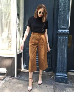 Culottes Outfit Summer, How To Wear Culottes, Summer Work Outfits, Casual Work Outfits, Classy Outfits, Trendy Outfits, Fashion Outfits, Cullotes Outfit Casual, Black Cullotes Outfits