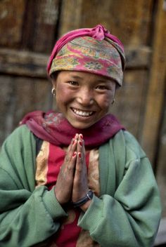 """""""This young girl was photographed in Nepal. by Steve McCurry Travel Honeymoon Backpack Backpacking Vacation Steve Mccurry, Beautiful Smile, Beautiful Children, Beautiful People, We Are The World, People Around The World, Happy People, Smiling People, Smiling Faces"""
