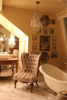 I Love this French Inspired Salle de Bain!  See More at thefrenchinspiredroom.comhttp://allthingspaintandplasters.blogspot.com/2010/04/weekend-favorites.html
