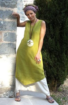 set in Linen: Tunic absinthe green color white harem pants Purple silk scarf tied in a turban. Mother Pearl necklace and ethnic bead , silky laces. White Harem Pants, Vetements Clothing, Look Fashion, Womens Fashion, Gothic Fashion, Mode Boho, Advanced Style, Linen Tunic, Linen Dresses