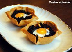 Receta. Cestitas de morcilla con piñones y huevo