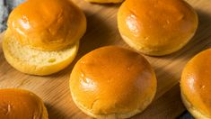 The real reason brioche is so expensive Pan Burgers, Burger Buns, Bread Recipes, Vegan Recipes, Cooking Recipes, Cooking Tips, Receta Pan Brioche, Breakfast Pastries, Sticky Buns