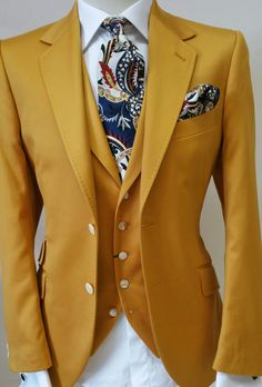 Gold jacket and waistcoat Vintage Style Wedding Dresses, Wedding Suits, Trendy Wedding, Gents Fashion, Suit Fashion, Hipster Jackets, Dyed Hair Men, Suit Combinations, Yellow Suit