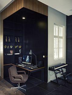 Espace bureau aménagé dans l'angle d'un appartement #espace #bureau #design #amenagement #architecture #work #workspace #desk #office #officeroom