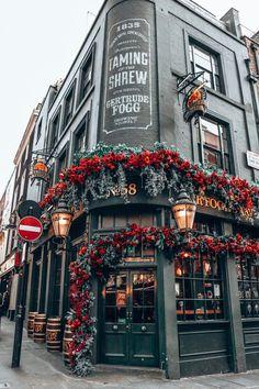 City Aesthetic, Travel Aesthetic, Guide Amsterdam, London Travel Guide, Places To Travel, Places To Go, Time Travel, Travel Europe, Shopping Travel