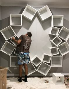 Couple Saw This DIY Bookshelf Design Online, But They Had No Idea It Would Turn Out So Good – home decor ideas Diy Bookshelf Design, Creative Bookshelves, Bookshelf Ideas, Tree Bookshelf, Diy Shelving, Storage Shelves, Diy Casa, Interior Decorating, Interior Design