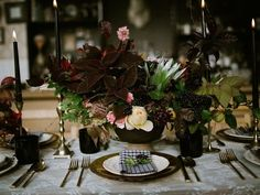 14 Black Wedding Decor Ideas to Bring Out Your Dark Side - Thinking of using black in your wedding color palette? Check out these black wedding decor ideas for a variety of aesthetics and themes. place setting, table decor, flowers, succulents {Lalé Florals} Centerpiece Decorations, Floral Centerpieces, Wedding Centerpieces, Halloween Wedding Invitations, Romantic Wedding Colors, Moon Wedding, Celestial Wedding, Fall Wedding, Wedding Place Settings