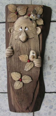 old man w/mice plaque Clay Art Projects, Clay Crafts, Diy And Crafts, Arts And Crafts, Ceramic Clay, Ceramic Pottery, Ceramic Sculpture Figurative, Intarsia Wood, Pottery Designs