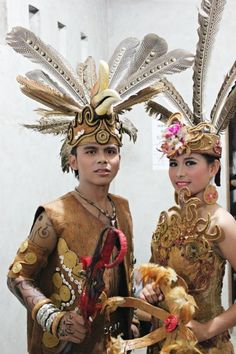 """""""Traditional Kalimantan Indonesia Big country with many local languages and rich traditions We Are The World, People Around The World, Traditional Wedding, Traditional Dresses, Indonesian Art, Street Portrait, Vietnam, Cultural, World Cultures"""