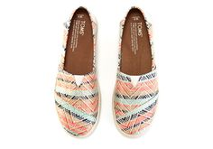 Featuring a woven design with a bold print, this Avalon slip-on has all the easy-on goodness of TOMS Classics with the added comfort and stability of our custom cup outsole.