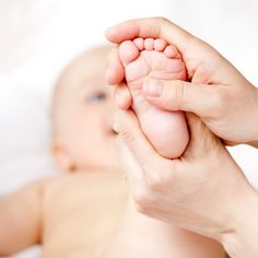 Have you heard of infant massage? By now, you know the power of touch, especially when it comes to your infant, explore the amazing benefits of massage! Baby Massage, Massage Bebe, Prenatal Massage, Foot Massage, Massage Oil, Essential Oils For Babies, Essential Oils Guide, Young Living Essential Oils, Formation Massage