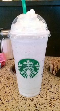 9 Starbucks Drinks You Must Try! Non Coffee Starbucks Drinks, Bebidas Do Starbucks, Starbucks Secret Menu Drinks, Starbucks Recipes, Starbucks Tumbler, Vanilla Bean Frappachino Starbucks, Vanilla Bean Frappe, Starbucks Vanilla, Starbucks Snapchat