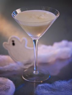 Liquefied Ghost Cocktail ~ Your Halloween guests will die for a taste of this ghostly white cocktail, which tastes like a grown-up version of a milkshake. Mix vanilla simple syrup, cream, vodka and soda, then serve in a martini glass. Halloween Cocktails, Halloween Food For Party, Holiday Cocktails, Cocktail Drinks, Halloween Treats, Cocktail Recipes, Cocktail Shaker, Halloween Decorations, Classy Halloween