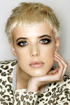 agyness deyn, definitely my top hair and beauty idol Playing With Hair, Hipster Hairstyles, Blonde Hair, Agyness Deyn, Short Blonde Hair, Hair Makeup, Short Hair Styles, Short Blonde, Hair Styles