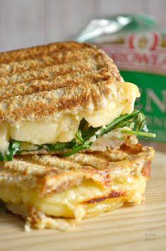 Tortas Sandwich, Cheese Sandwich Recipes, Gourmet Sandwiches, Cold Sandwiches, Sandwich Fillings, Veggie Sandwich, Turkey Sandwiches, Finger Sandwiches, Breakfast Sandwiches