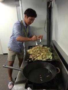 """Summer Vacation 2014 of Formula1 driver : Kamui Kobayashi cooks needle """"Yakisoba"""" :-)"""