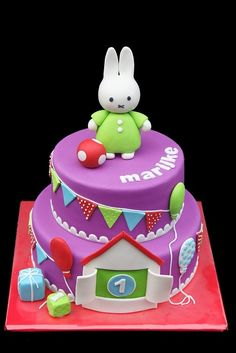 BUNNY CAKE! more cutesy but i like it, just not the purple