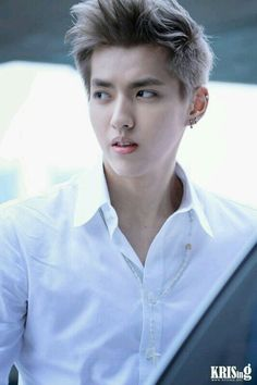 Wu Yi Fan please dont goooooo please just stay with EXO a little longer :'(