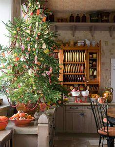Cozy Christmas kitchen, pretty tree w colorful ornaments Cottage Christmas, Christmas Kitchen, Noel Christmas, Primitive Christmas, Country Christmas, All Things Christmas, Winter Christmas, Homemade Christmas, Christmas Porch