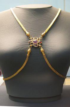Roman Jewelry, Greek Jewelry, Old Jewelry, Jewelry Art, Antique Jewelry, Jewelery, Vintage Jewelry, Jewelry Design, Medieval Jewelry