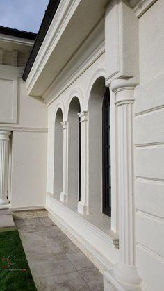 Proiect Casa Rezidentiala Bacau 2 – Profile Decorative Classic House Exterior, Classic House Design, Dream Home Design, House Pillars, Long Planter, Diy Driveway, Exterior Wall Design, Stone Facade, Building Facade