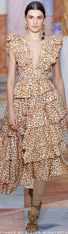 Ulla Johnson Fall 2020 The complete Ulla Johnson Fall 2020 Ready-to-Wear fashi. - Ulla Johnson Fall 2020 The complete Ulla Johnson Fall 2020 Ready-to-Wear fashion show now on Vogu - Fashion 2020, Runway Fashion, Fashion Show, Womens Fashion, Fall Fashion, Fashion Ideas, Outfit Essentials, Rock Dress, The Dress