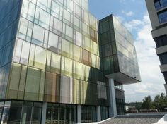 Glass facade with laminated glass with SEFAR Architecture VISION fabric PR 140/70, printed in different colours