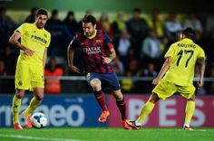 Cesc Fabregas of FC Barcelona competes for the ball with Cani (L) and Javier Aquino of Villarreal CF during the La Liga match between Villarreal CF and FC Barcelona at El Madrigal on April 27, 2014 in Villarreal, Spain.