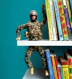 I've seen quite a number of bookends made with toy animals but this one made with an action figure cut in half is so fun! Pop on over to the blog Make Fun creating for an illustrated tutorial…