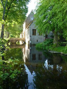 Home of antiques dealer and designer Jean-Phillipe Demeyer via desiretoinspire.net
