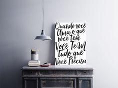 """Placa decorativa """"Quando Você Olha o Que Você Tem, Você Tem Tudo Que Precisa""""  Temos quadros com moldura e vidro protetor e placas decorativas em MDF.  Visite nossa loja e conheça nossos diversos modelos.  Loja virtual: www.arteemposter.com.br  Facebook: fb.com/arteemposter  Instagram: instagram.com/rogergon1975  #placa #adesivo #poster #quadro #vidro #parede #moldura"""