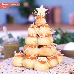 Christmas tree with mozzarella and pesto - Prepare a gourmet and original Christmas tree to share! Tasty Videos, Food Videos, Delicious Dinner Recipes, Yummy Food, Pesto, Mozzarella, Cakes That Look Like Food, Christmas Cooking, Christmas Drinks