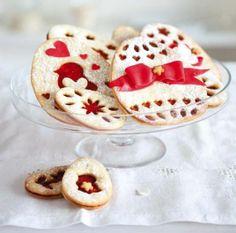 Linecká vajíčka (www.albert.cz/recepty) Easter Cookies, Yummy Cookies, Cookie Decorating, Sugar, Breakfast, Recipes, Decorated Cookies, Food, Decor Ideas