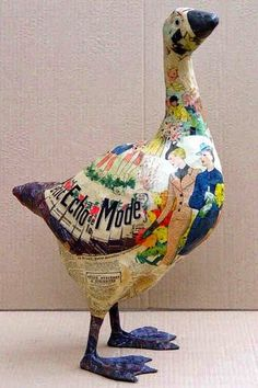 What an excellent papier mache goose! I think it's by Nicole Jacobs and Aude Goalec Choulot . Paper Mache Projects, Paper Mache Clay, Paper Mache Sculpture, Paper Mache Crafts, Sculpture Art, Art Projects, Paper Sculptures, Diy Art, Diy Paper