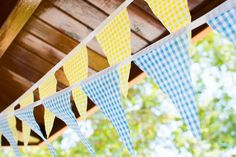 """We are all about picnics this summer and we are starting this Monday off with picnic inspiration from Alexandra at Enchanted Events & Designs. She styled this picnic birthday party for her two little girls. The desserttable featured a picnic table cake stand surrounded by """"Fire Ants"""" with cookiepop heads and cakepop bodies. Other sweet …"""