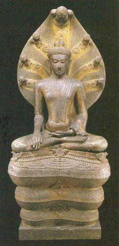 Image from http://www.oknation.net/blog/home/blog_data/425/2425/images/Nakhonsri/Chaiya9.jpg.